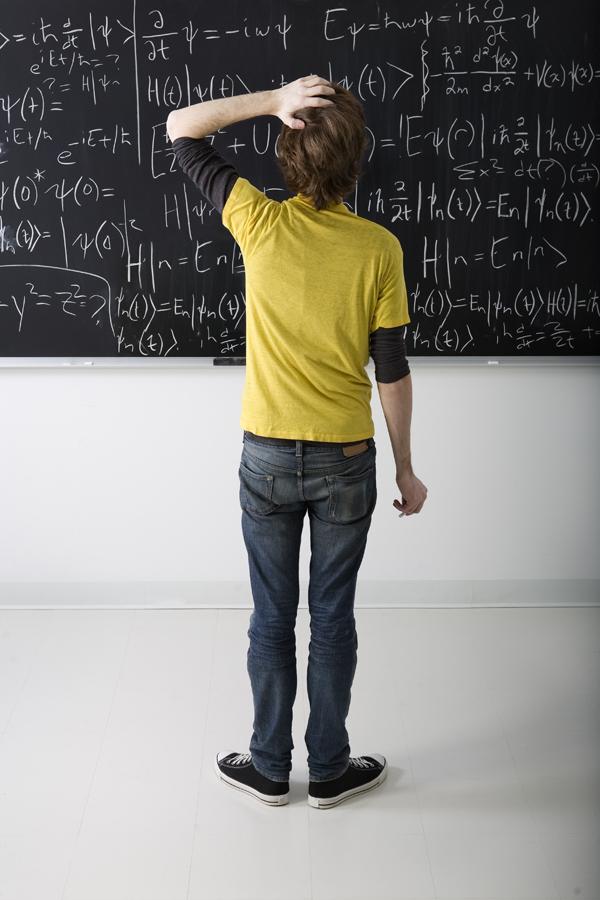Een student die een wiskundig probleem probeert op te lossen