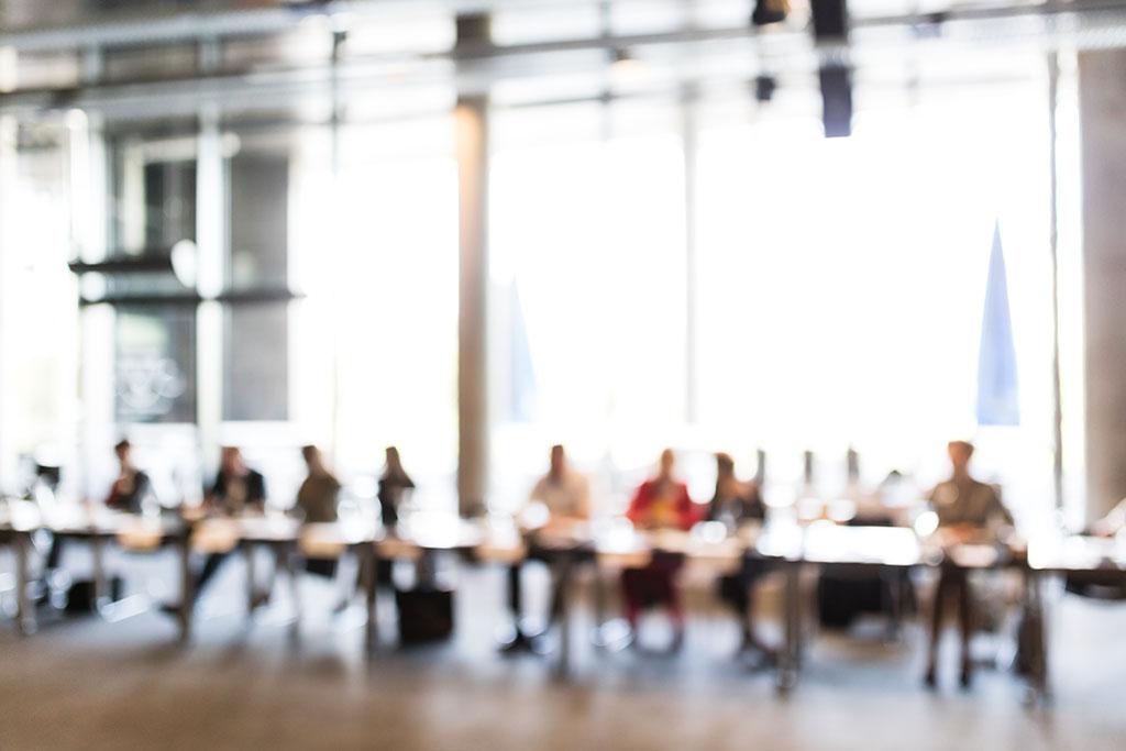 Bedrijfsvergadering, wazig beeld